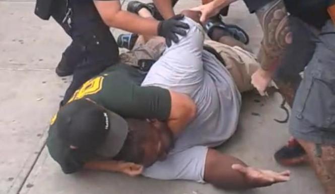 Eric-Garner-Dies-New-York-Police-Choke-Hold-665x385