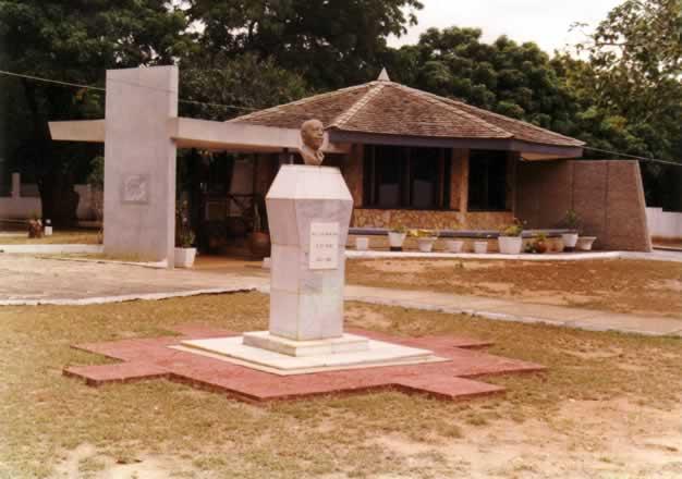 Du-Bois-Memorial-Centre_jpg